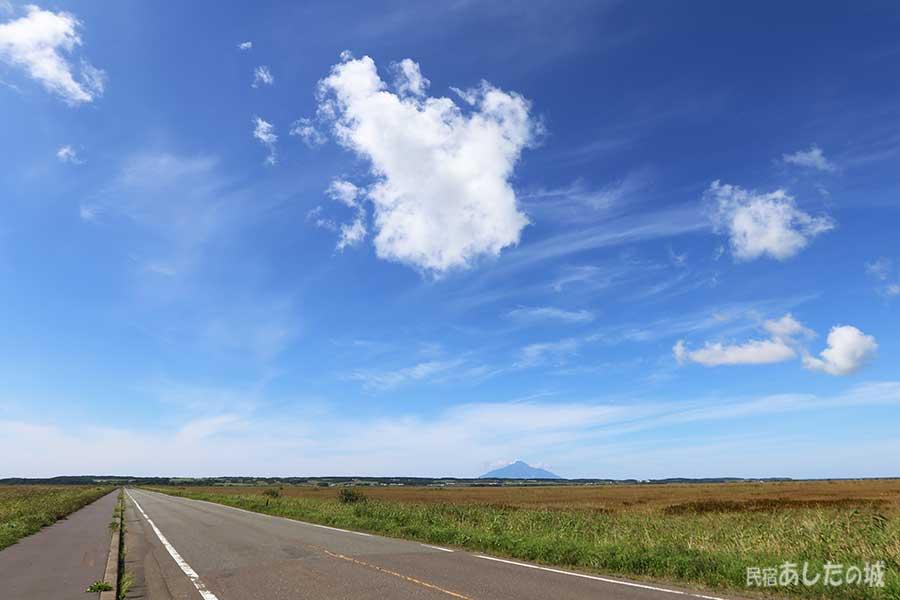 サロベツを横断する道路