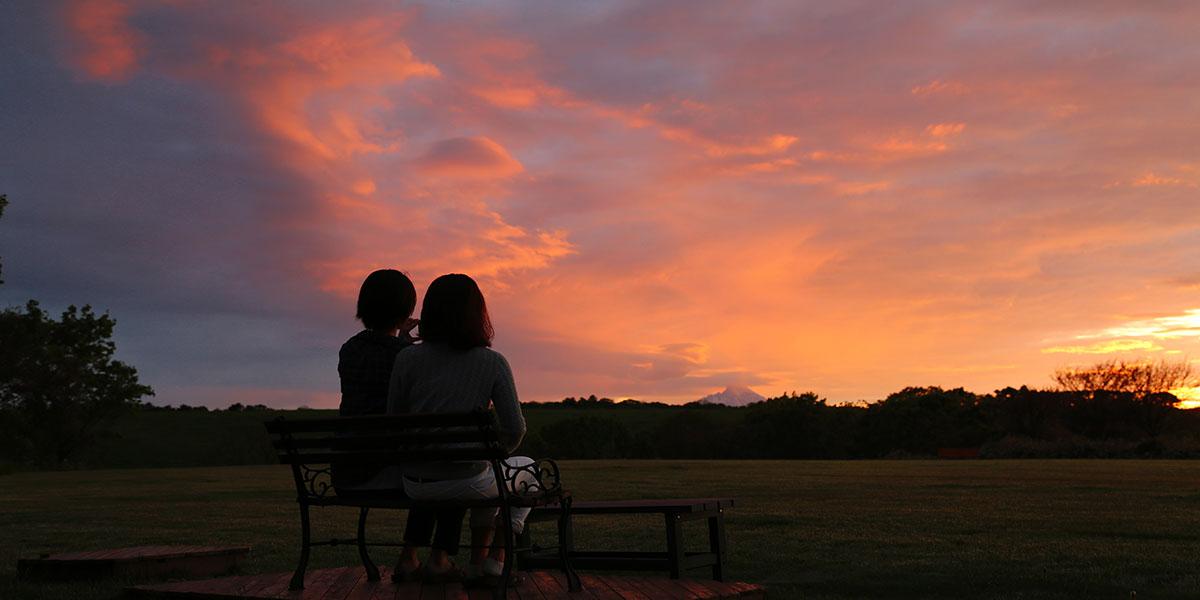 民宿の庭から見る夕焼け