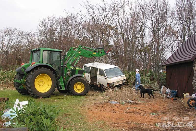 近所の酪農家の人に手伝ってもらう