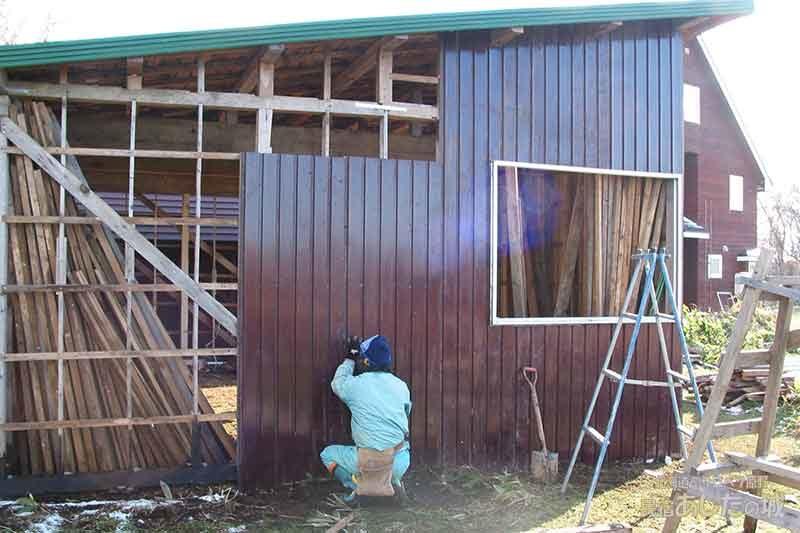 10壁にトタンを張る | 廃材で作る物置小屋
