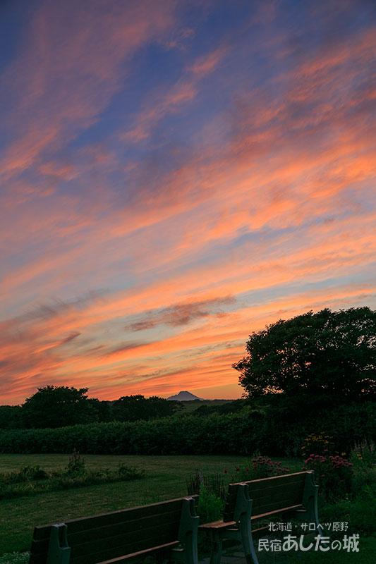 7月27日宿の庭からの夕焼け