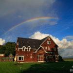 民宿あしたの城と虹