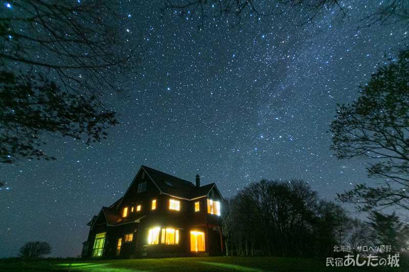 天高い北斗七星と真夜中の天の川
