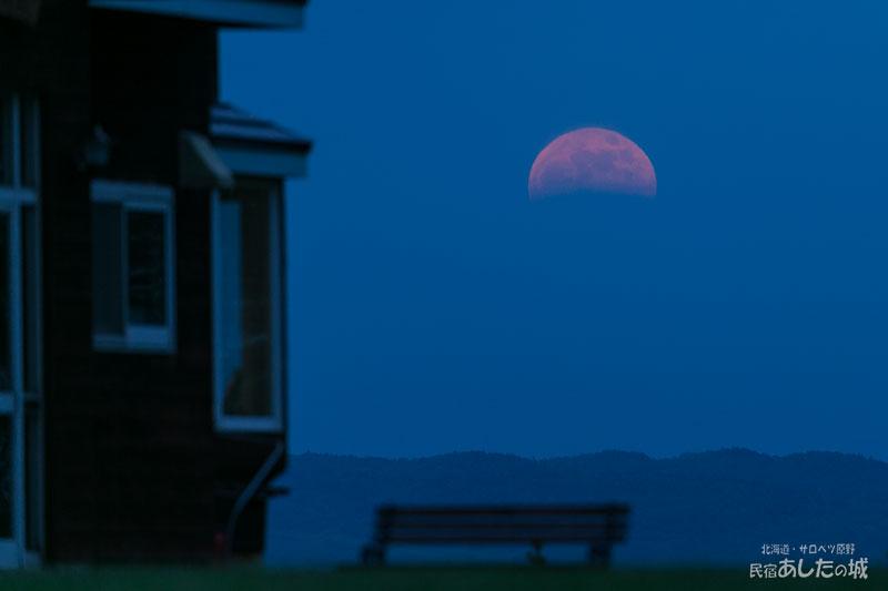 皆既月食の日(月の出しか撮れず)