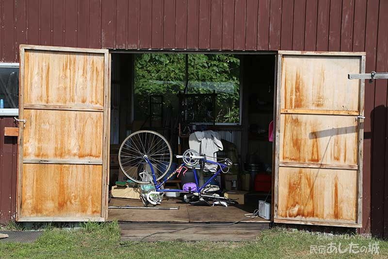 修理を待つ自転車